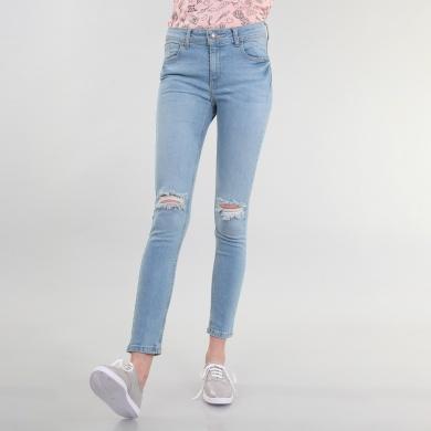 Jeans con aberturas en rodillas